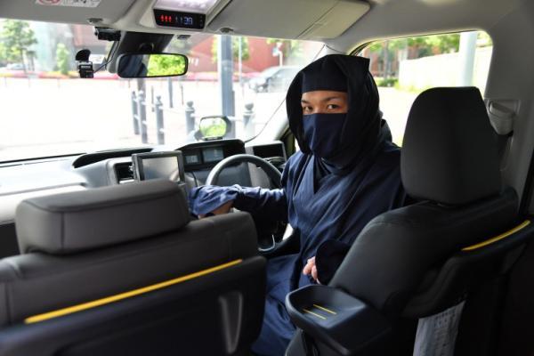 Taxi tại Nhật Bản hiện đang được lái bởi các ninja và mật vụ có trang bị... súng nước