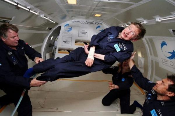 Bạn có biết Stephen Hawking từng tổ chức bữa tiệc chào mừng các vị khách du hành thời gian?