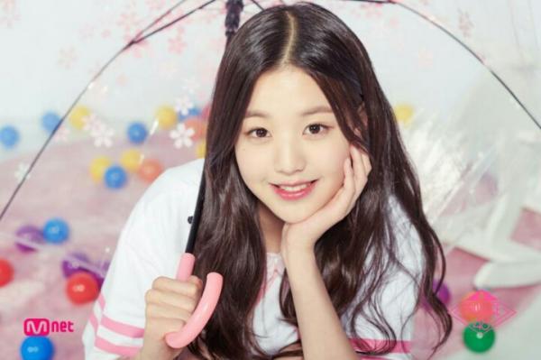 'Nữ thần' 14 tuổi mới nổi của Produce 48 gây sốt vì nhan sắc rực rỡ không hề thua kém Sulli