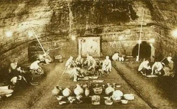 Điều kỳ lạ bên trong quan tài của Từ Hi Thái Hậu khiến nhóm đạo mộ khiếp hãi