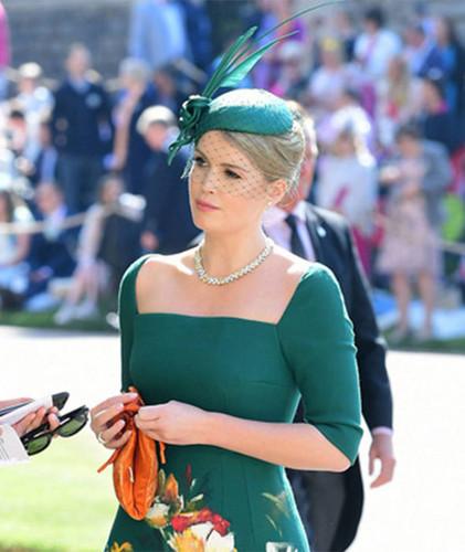 Bị so sánh với chị dâu Kate đã đành, giờ đây Meghan lại chịu 'lép vế' trước cả em họ Lady Kitty