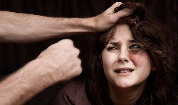 10 hội chứng hưng phấn kì dị: Thích liếm nhãn cầu, bị hấp dẫn bởi mùi xì hơi
