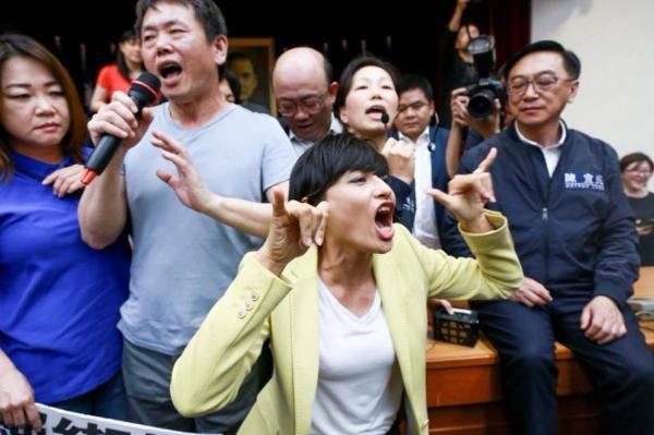 Chết cười với các pha chụp hình 'thiếu tâm' của các phóng viên (Kỳ 1)