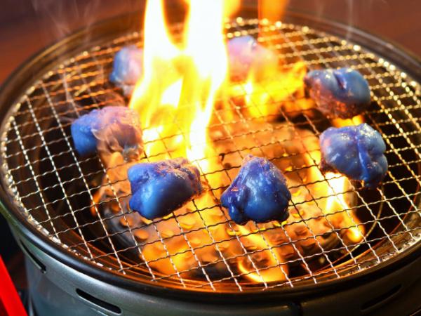 Nhà hàng Nhật Bản ra mắt thịt nướng màu... xanh dương để cổ vũ đội tuyển quốc gia tại World Cup
