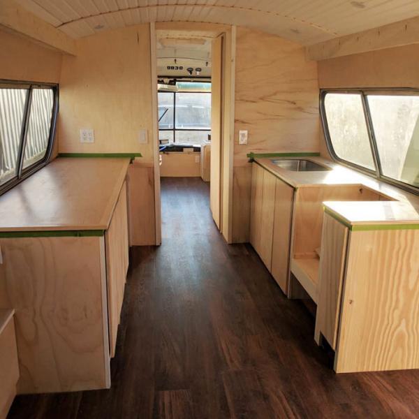 Ròng rã 3 năm biến xe buýt cũ thành căn hộ di động xinh xắn mà ai cũng mơ ước