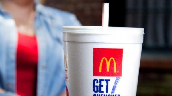McDonald's sẽ ngừng sử dụng ống hút nhựa để bảo vệ môi trường