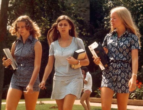 Thời trang thập niên 70: Rực rỡ, kỳ lạ và đáng nhớ