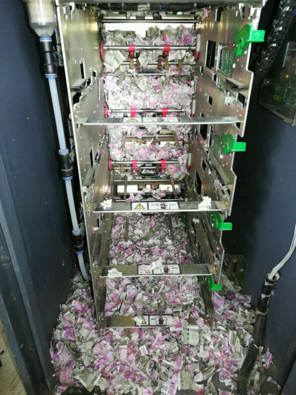 Chuột làm ổ trong máy ATM và cắn nát bươm toàn bộ tiền tại Ấn Độ
