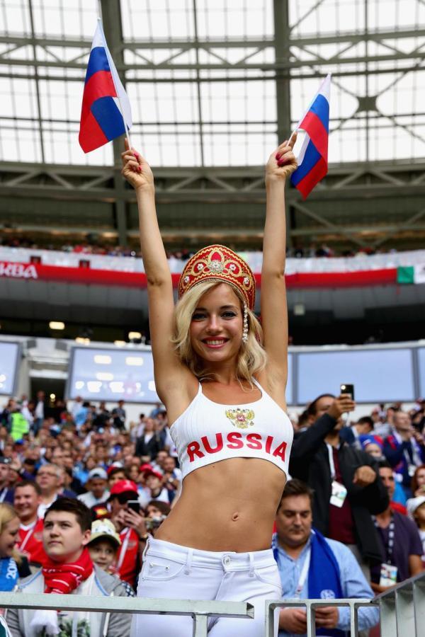 'Cổ động viên xinh đẹp nhất World Cup' hóa ra là... diễn viên phim người lớn