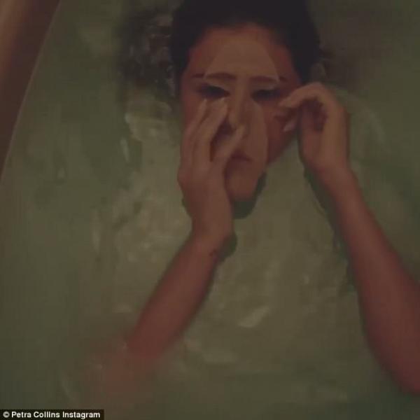 Chùm ảnh ma mị trong bồn tắm của Selena Gomez 'nhá hàng' phim kinh dị sắp ra mắt