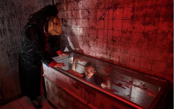 'Escape Room' đáng sợ nhất thế giới chính là căn phòng chủ đề 'Lưỡi Cưa' ở Paris