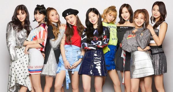 TWICE là nhóm idol Hàn Quốc đầu tiên hát nhạc phim thanh xuân Nhật Bản bằng... tiếng Anh!
