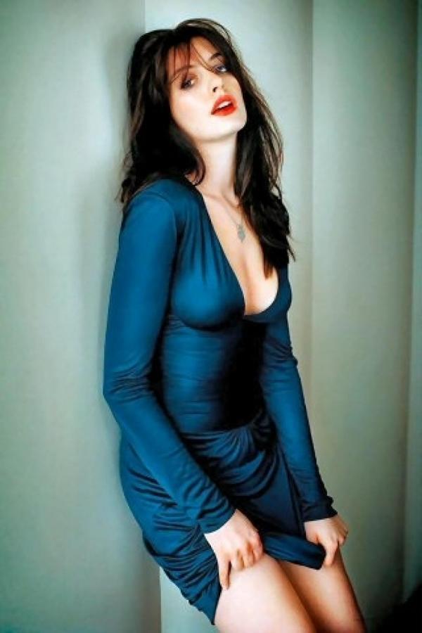 Những hình ảnh phải gắn mác 18+ của 'yêu nữ hàng hiệu' Anne Hathaway