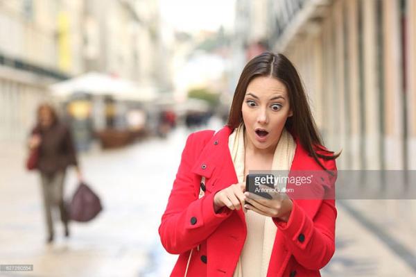 Cô bạn gái ghen tuông trong meme nổi tiếng bỗng nhiên được phong 'thánh hốt hoảng'