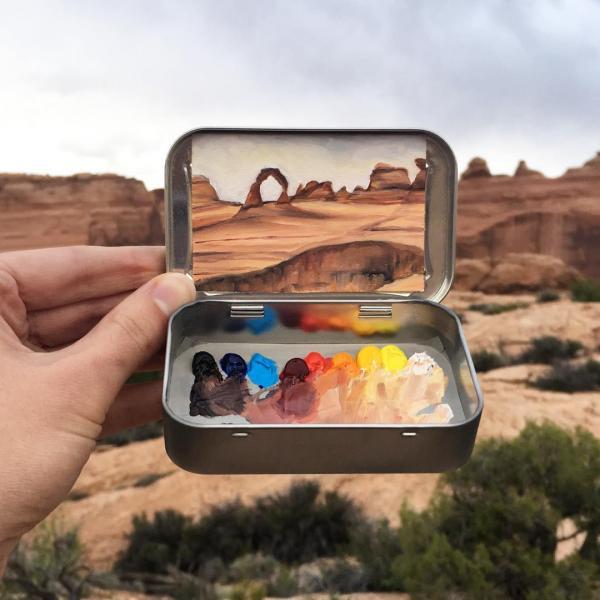 Cô họa sĩ khiến cả thế giới thu bé lại trong chiếc hộp thiếc tí hon