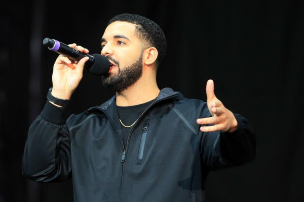 Drake lần đầu tiên thừa nhận có con với diễn viên phim khiêu dâm