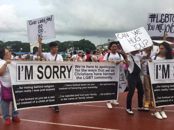 Tín đồ Cơ Đốc giáo xuống đường diễu hành với khẩu hiệu 'Tôi xin lỗi' dành cho cộng đồng LGBT