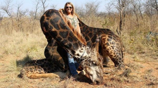 Hình ảnh trẻ em khoe chiến tích săn động vật hoang dã khiến dư luận phẫn nộ