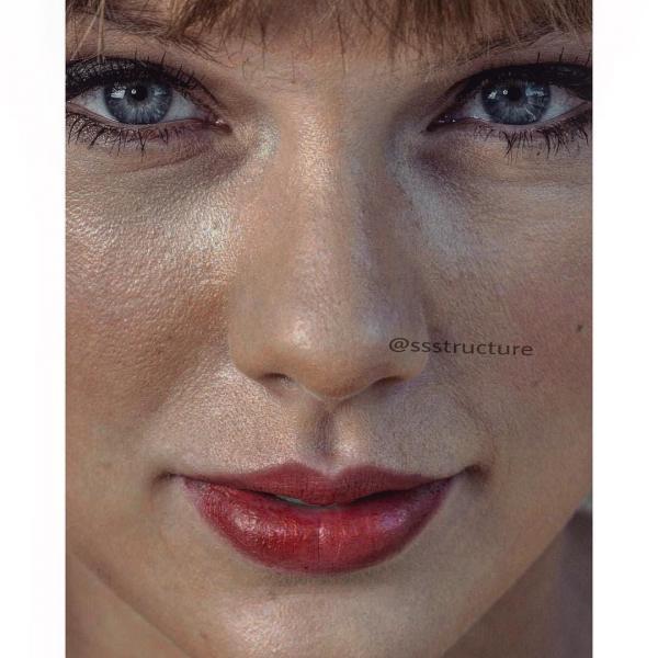 Xem ảnh cận mặt của sao: Người hoàn hảo không tì vết, người cần về nhà dưỡng da ngay lập tức
