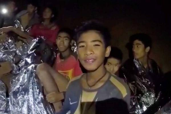 Những bức vẽ cảm động và dễ thương về chiến dịch giải cứu đội bóng nhí ở Thái Lan