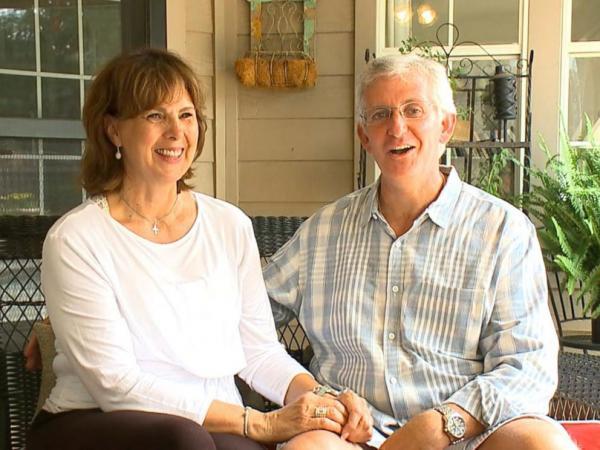 Vợ mất trí nhớ 15 năm, chồng bất đắc dĩ đóng 'Yêu Lại Từ Đầu' phiên bản đời thật