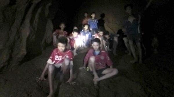Đã xuất hiện hàng nghìn anh hùng trong cuộc giải cứu đội bóng Thái Lan 18 ngày đêm