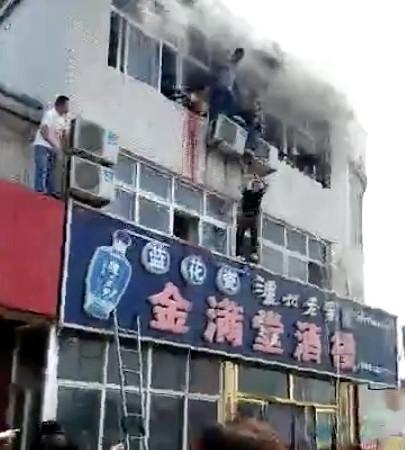 Nạn nhân trong đám cháy lớn may mắn thoát chết nhờ... xe chở rau mầm