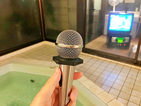 Hát karaoke đã đời trong bồn tắm nước nóng - dịch vụ mới toanh đang gây sốt ở Nhật Bản