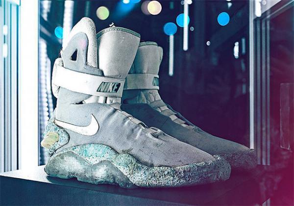 Chiếc giày huyền thoại Nike Air Mag 'Back to the Future' được bán với giá hơn 2 tỷ đồng