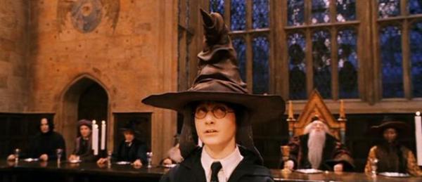 'Bật mí' những câu chuyện bí ẩn về 20 đạo cụ trong thế giới phép thuật của 'Harry Potter'