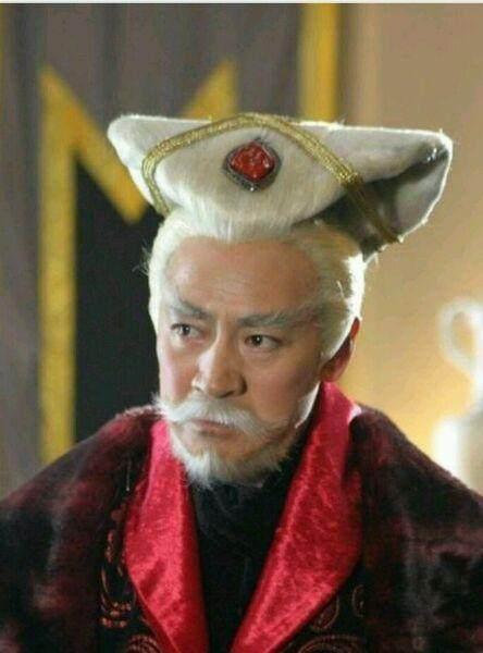 Thời trang tóc 'trời ơi đất hỡi' trong phim Hoa ngữ: Không đùi gà thì cũng là bánh sừng trâu