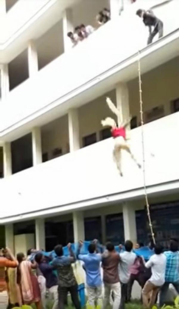 Diễn tập phòng thiên tai, nữ sinh Ấn Độ thiệt mạng vì bị thầy hướng dẫn đẩy từ tầng 2 xuống