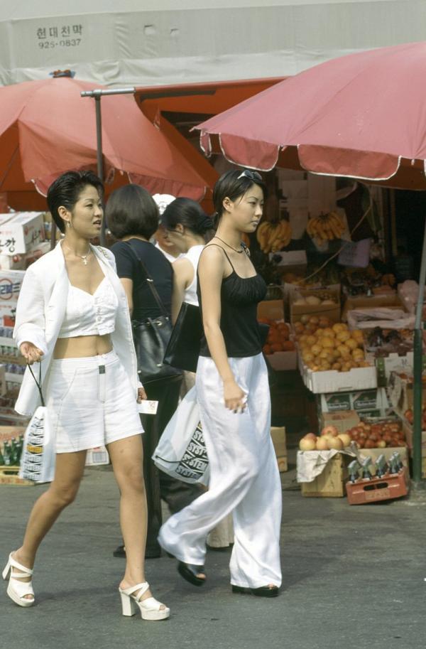 Những bức ảnh màu hiếm có về thế hệ X và thời trang thập niên 90 tại Hàn Quốc