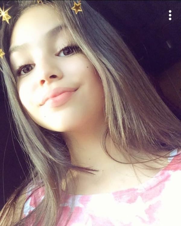 Sao nhí 11 tuổi Brazil 'mặt học sinh, thân hình phụ huynh' gây tranh cãi về lối ăn mặc