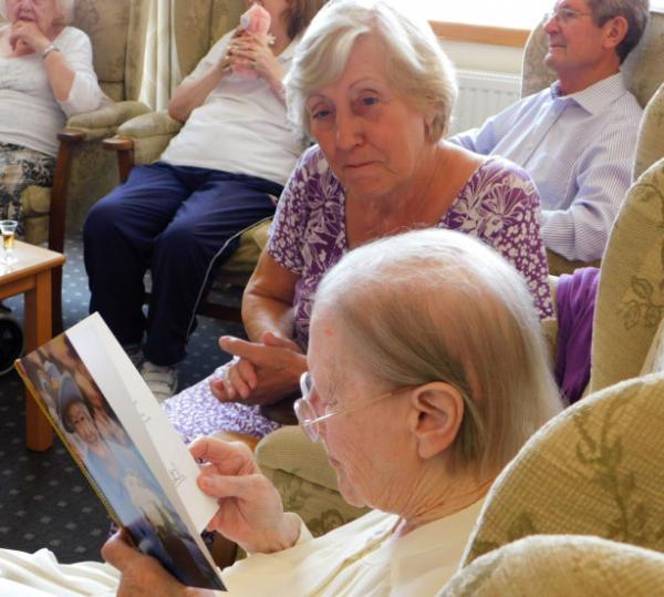 Uống bia là bí quyết giúp cụ bà 100 tuổi thấy mình trẻ đẹp mỗi ngày