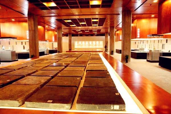 Khám phá kiến trúc 'ảo diệu' của Tử Cấm Thành (Kỳ 1): Những lát gạch vàng