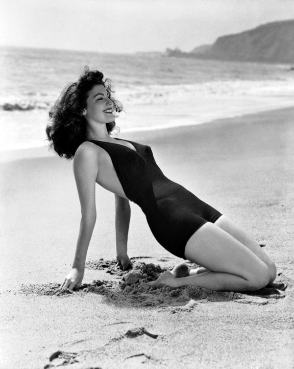 Cuộc đời li kỳ của nữ diễn viên 'sau khi bơi, Hemingway ra lệnh không thay nước hồ nữa'