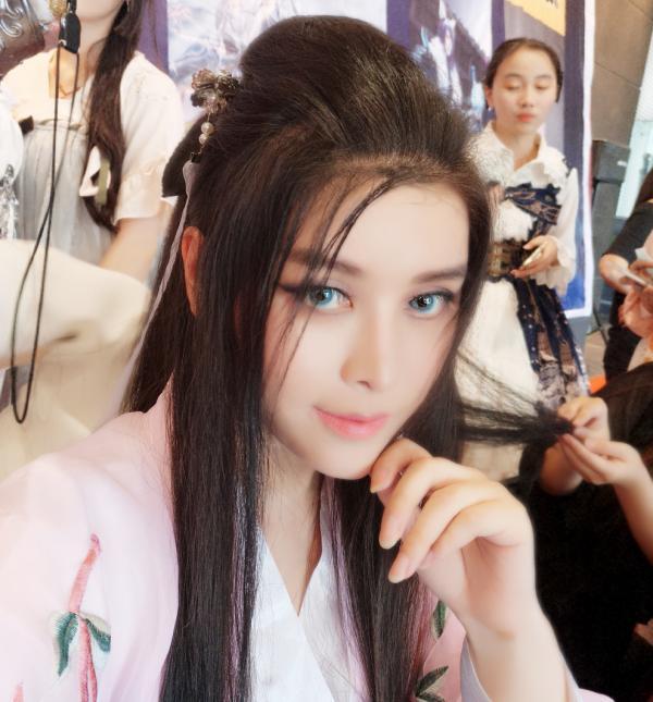 Hội chị em vỡ mộng khi biết giới tính thật của các 'soái ca' coser Trung Quốc