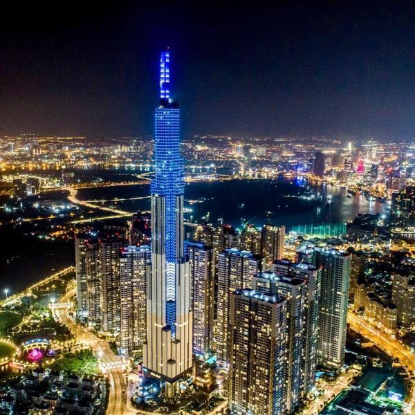 Landmark cao tận 81 tầng nhưng ý thức của người đến tham quan lại không cao như vậy