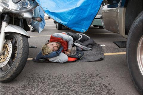 Cuộc sống phiêu bạt của những người lang thang khắp các bãi gửi xe tại Walmart