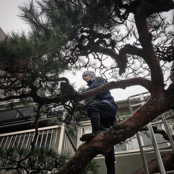 Trai Thụy Điển 6 múi đẹp rạng ngời lại quyết định đến Nhật Bản... học làm vườn