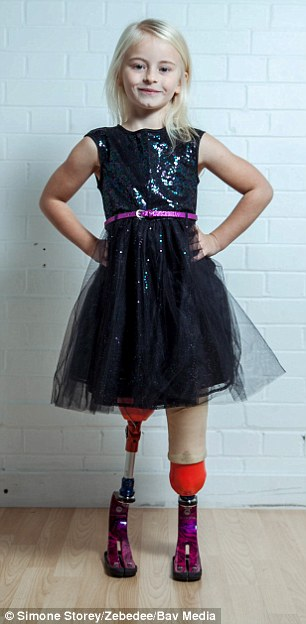 'Thiên thần nhỏ' 7 tuổi cụt hai chân truyền cảm hứng cho giới thời trang thế giới