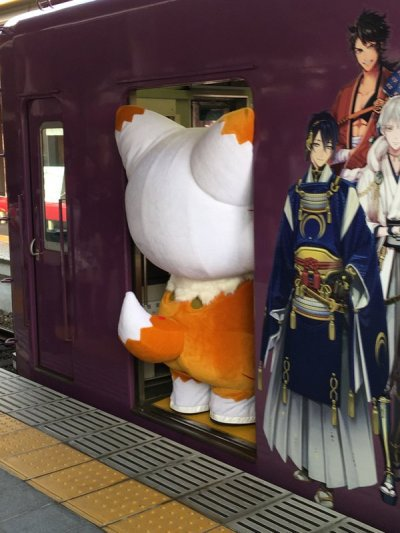 Hài hước cảnh các linh vật Nhật Bản bị mắc kẹt, phải đợi người 'cứu giá' vì.... quá béo