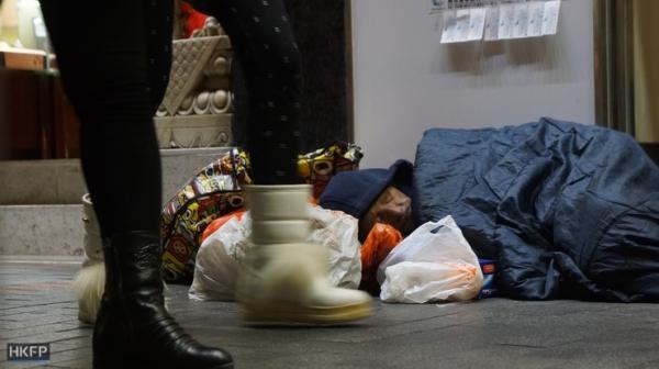 Nghèo đói đến cùng cực, hàng nghìn người Hong Kong phải ăn thức ăn cho vật nuôi