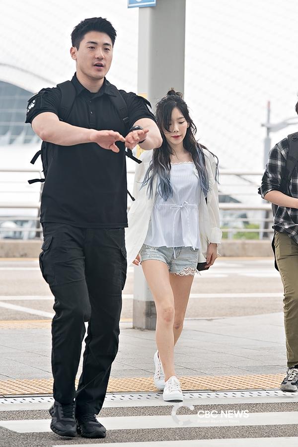 Tìm khắp K-Pop không thấy ai 'sủng ái', chiều chuộng Wanna One hơn anh vệ sĩ
