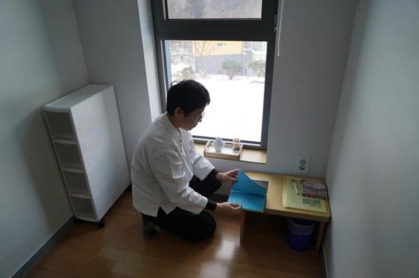 Ở vùng đất nghiện làm việc như xứ Hàn thì việc đi tù chẳng khác nào nghỉ dưỡng