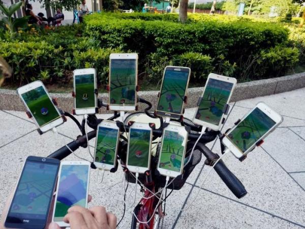 'Master săn Pokémon' 70 tuổi ở Đài Loan với 'vũ khí' là 11 chiếc điện thoại thông minh