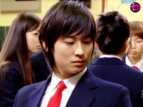 'Thái tử' Joo Ji Hoon: hành trình từ tội đồ quốc dân đến ông hoàng phòng vé xứ Hàn