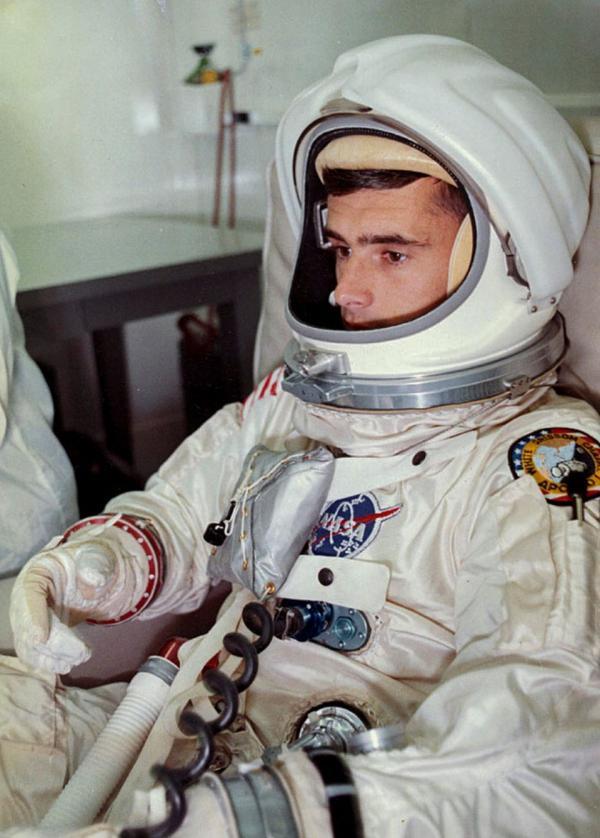 Bi kịch chưa kể về con tàu Apollo đầu tiên được phóng lên Mặt Trăng