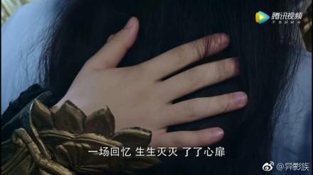 Cười nghiêng ngả với bàn tay béo múp thịt của 'Hỏa Thần' Đặng Luân